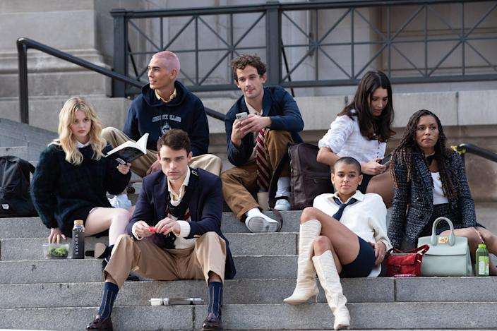 on location for GOSSIP GIRL Film Shoot in NYC, Metropolitan Museum of Art, New York, NY November 10, 2020. Photo By: RCF/Everett Collection (Courtest Everett Collection)