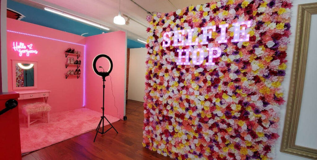 From ball pits to a picnic-themed scene, a selfie photography studio is opening in Milwaukee